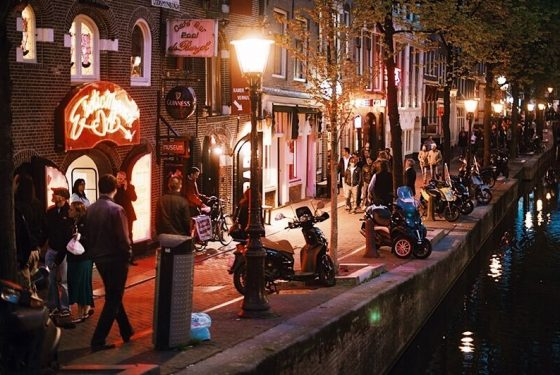 Light-Amsterdam-Tour-Red-District-Guided-Tour